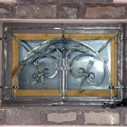 Кованая решетка на окне 5