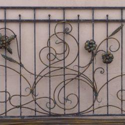 Кованая решетка с цветами